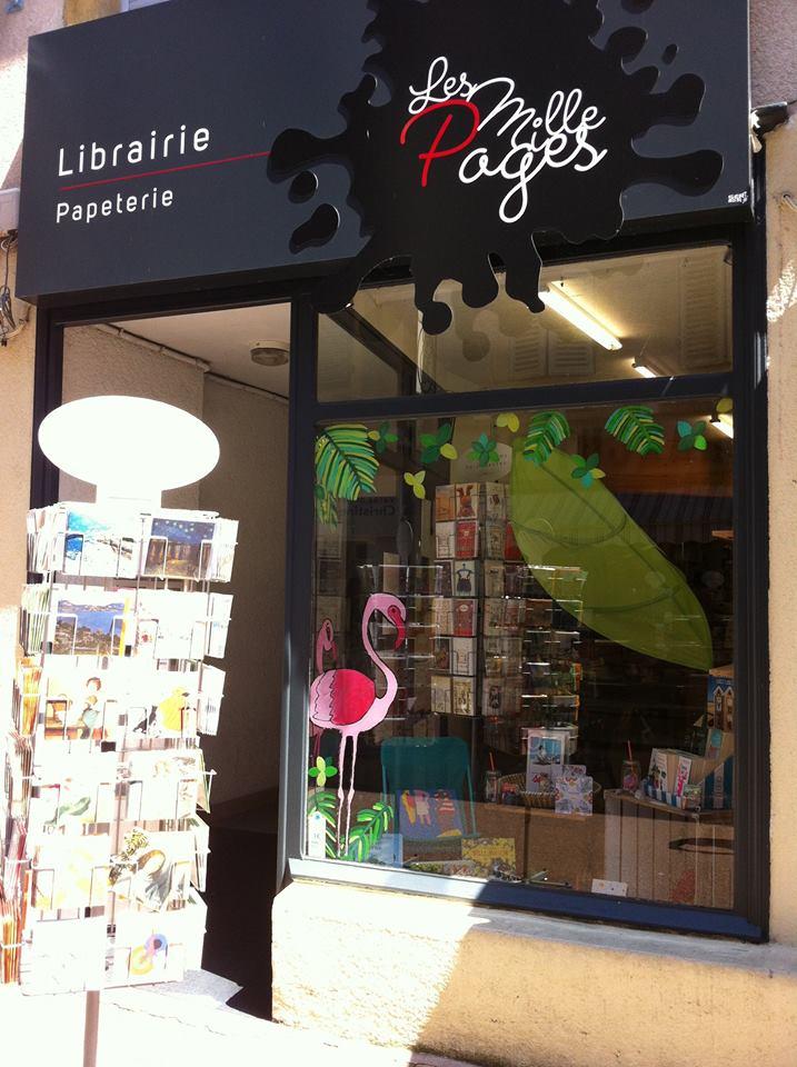 Devanture de la librairie Les Mille Pages