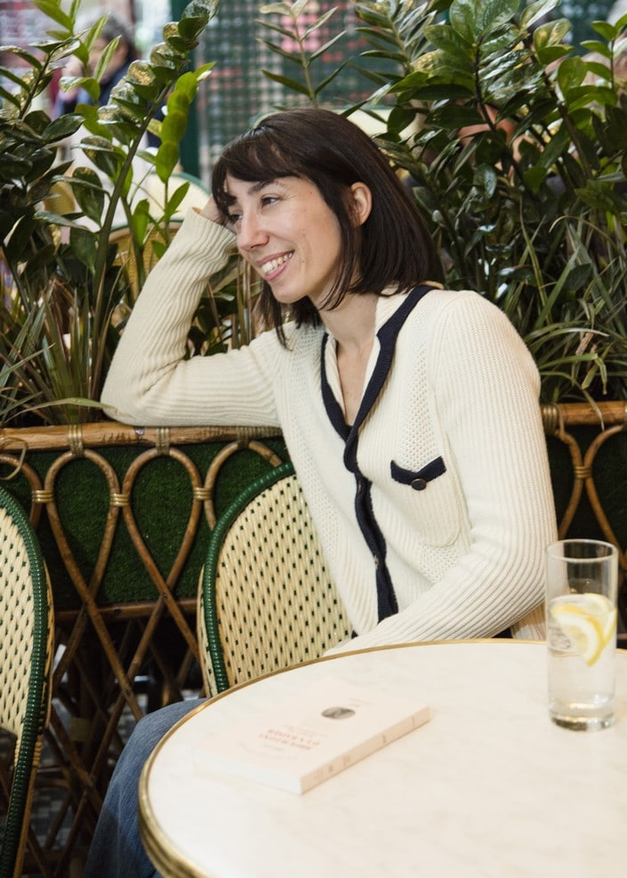 Maud Simonnot est autrice et éditrice chez Gallimard. Elle a publié le roman La Nuit pour adresse, en 2018, dans lequelle elle s'intéresse à la figure de Robert McAlmon, fondateur des édition Contact Publishing Company.